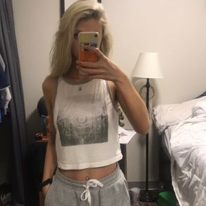Forever 21 Tops - Cute graphic cropped tank